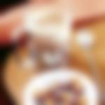 Vroča čokolada s cimetom in čokoladnimi mandlji