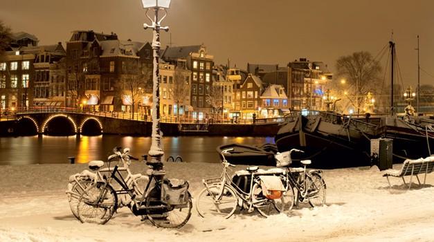 V središču Amsterdama prevladuje tradicionalna arhitektura iz 17. in 18. stoletja. (foto: shutterstock)