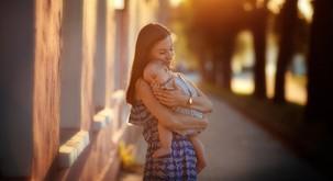 """Osho: """"Če otroka samo rodite, še niste mati"""""""