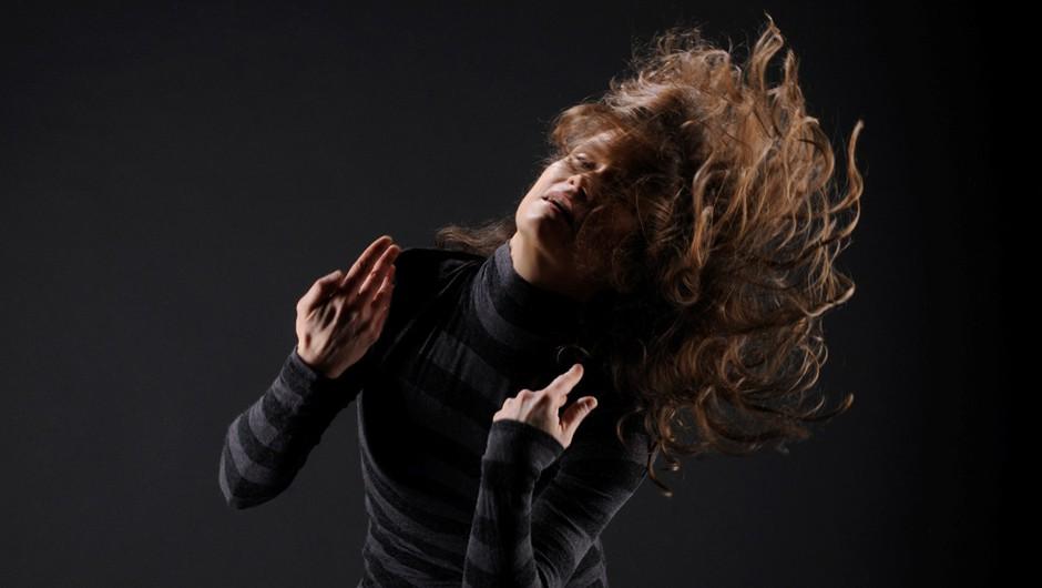 Ishmech je in ni ples, je in ni meditacija, je in ni glasba