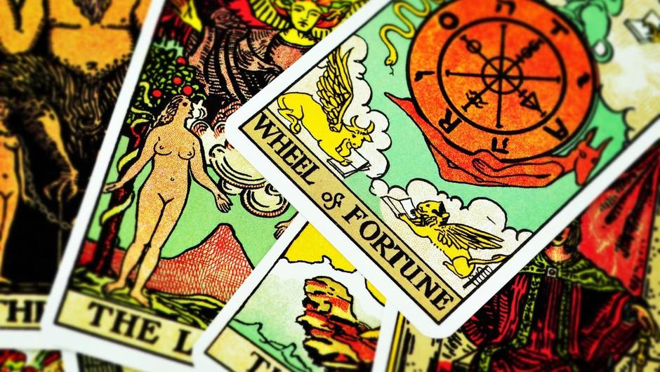 Tarot je zbirka starodavnih ezoteričnih učenj, ki so bila zaradi cerkvene represije preoblikovana v sublimirano, simbolično obliko.  (foto: Profimedia)