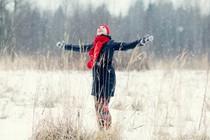 zima-zenska-veselje-radost-smeh
