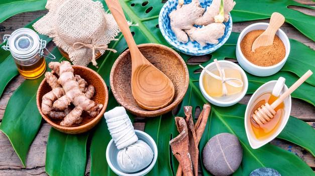 Te indijske začimbe so odlične za obrazne maske in piling telesa (foto: Shutterstock)