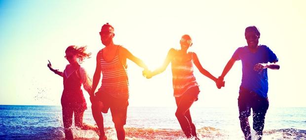 zabava-sprostitev-morje-prijatelji-veselje