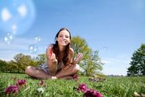 zenska-pomlad-poletje-veselje-zabava-sprostitev