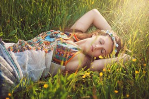 zenska-hipi-spanje