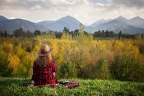 zenska-samota-sproscenost-narava