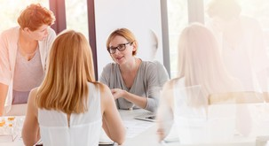 4 načini, kako ostati mirni, ko ste prisiljeni biti z negativnimi ljudmi