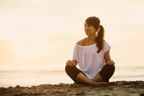 zenska-plaza-morje-meditacija