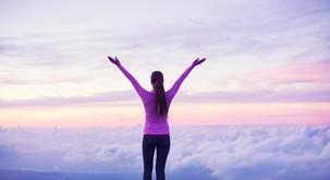 Zgodba: Dvigni se visoko nad težave
