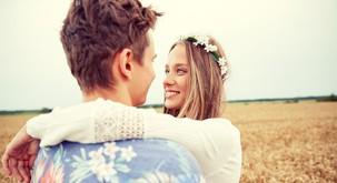 11 razlogov, zakaj se zaljubiti v osebo, ki dela na sebi