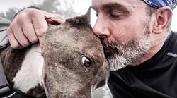 Video: Posvojena psička in zdravljen odvisnik sta se rešila