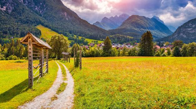 Novembra prihaja na TV Slovenija odličen dokumentarec o slovenskih kozolcih (foto: Shutterstock)