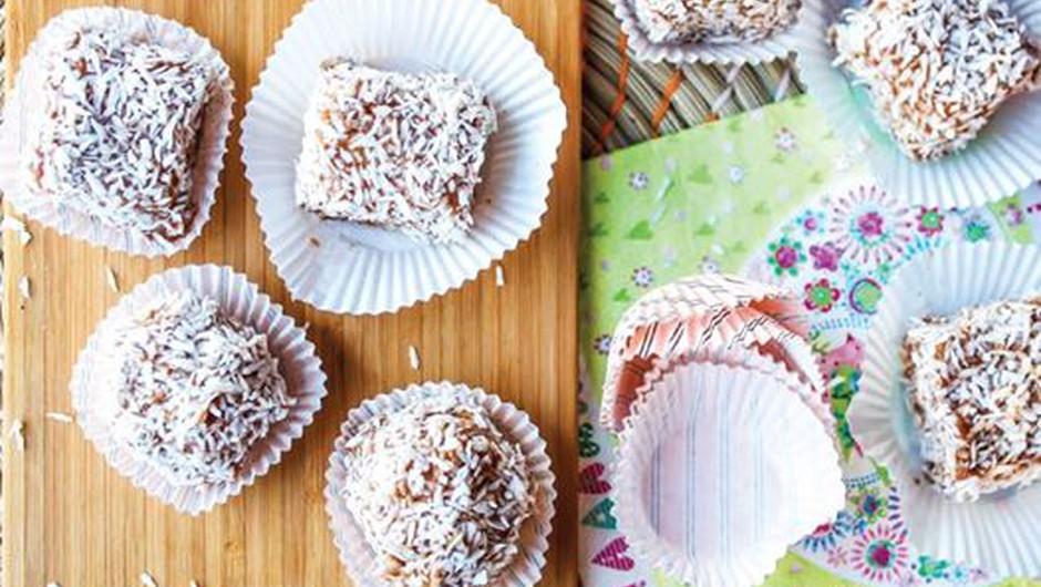 Recept: Kokosove biskvitne kocke (foto: Simpl sladice)