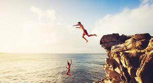 Pogumen skok v neznano je edina prava odločitev v tem trenutku