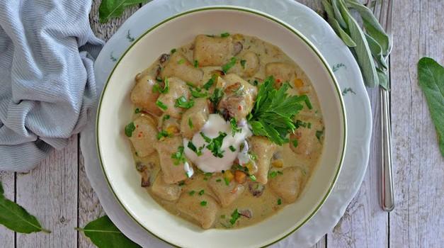 Recept: Omaka z jurčki in žajbljem (foto: Jasmina Hrastovec)