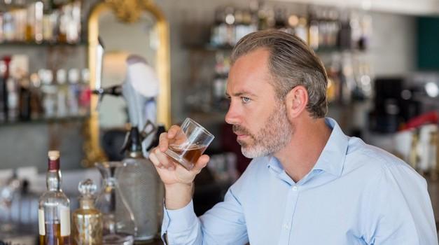Alkohol - pobeg pred svojimi notranjimi občutki (foto: profimedia)