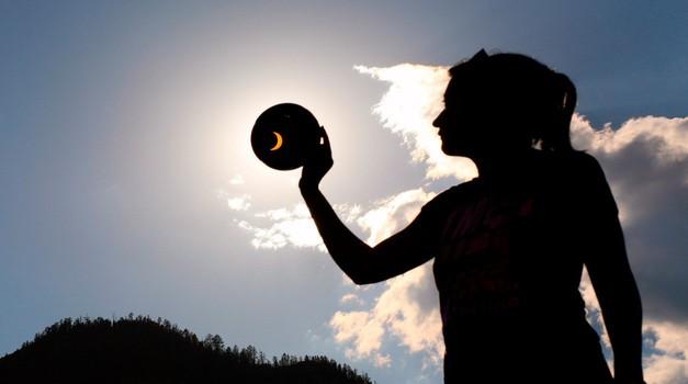 15. februar: Mlaj in delni Sončev mrk (foto: profimedia)
