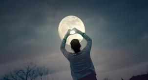 Sporočilo za današnji dan: Polna luna in močna čustva