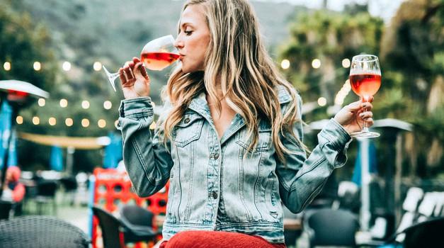 Zakaj pa ti ne piješ alkohola? Ojoj, kakšna neumnost! (foto: Unsplash.com)