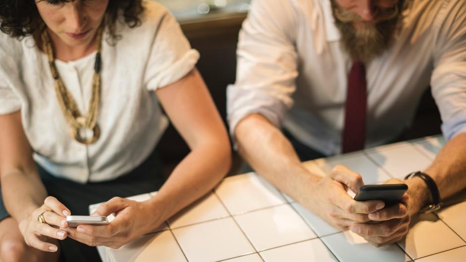 V današnjih odnosih varamo svoje partnerje praktično vsak dan (foto: Unsplash.com)