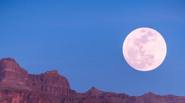 Septembrska polna luna (25. 9.) v ovnu (foto: Unsplash.com)