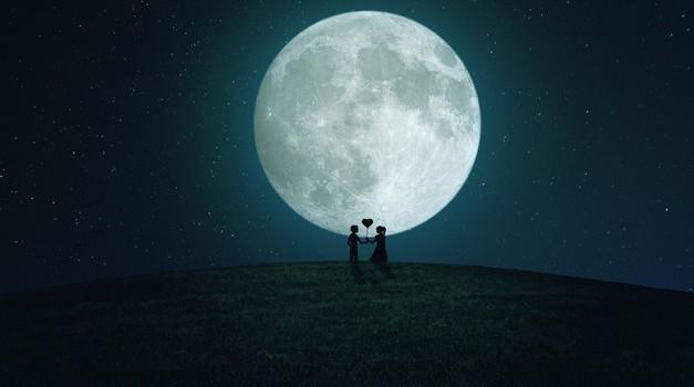 Polna luna v tehtnici (19. 4.) bo vplivala na ODNOSE (foto: pixabay)
