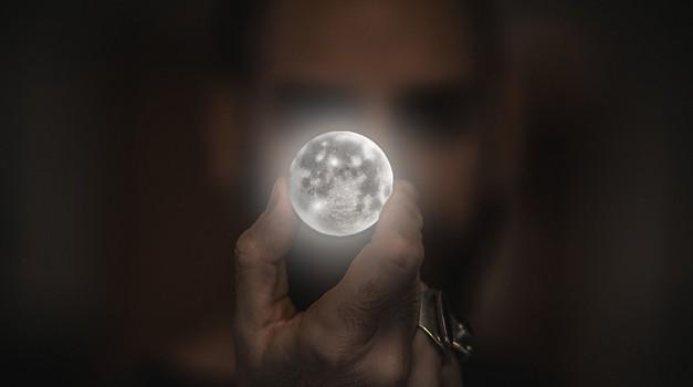 RITUAL ob današnji polni luni in luninem mrku, ki vam bo pomagal se duhovno očistiti (foto: pixabay)