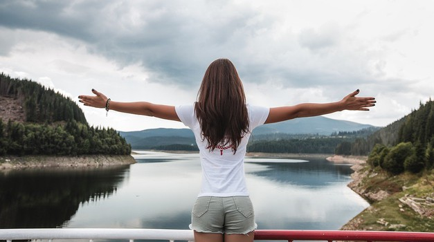 Čas je, da spoznamo šest univerzalnih zakonov, ki vodijo do spremenjenega življenja