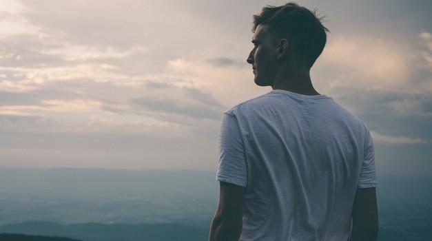 To morate vedeti, če ljubite introvertiranega moškega (foto: Unsplash.com)