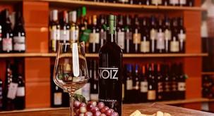 Pustite goste odprtih ust s to popolno kombinacijo – postrezite vino s konopljo!