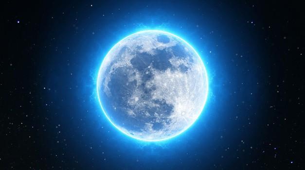Prihajata polna luna v raku + lunin mrk (foto: pixabay)