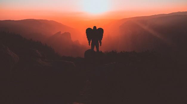 Duhovni vodniki niso resna in strašljiva bitja, so lahkotni in ljubeči