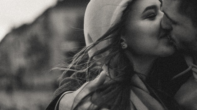 Zaljubiti se je enostavno - ostati zaljubljen pa je izbira (foto: Unsplash.com)