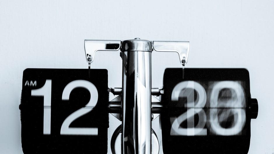 Kaj pomeni, ko na uri vidim ponavljajoča se števila? (foto: Unsplash.com)