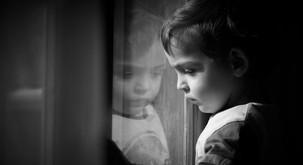 7 značilnosti, ki si jih delijo ljudje, ki so v mladosti doživeli hudo travmo