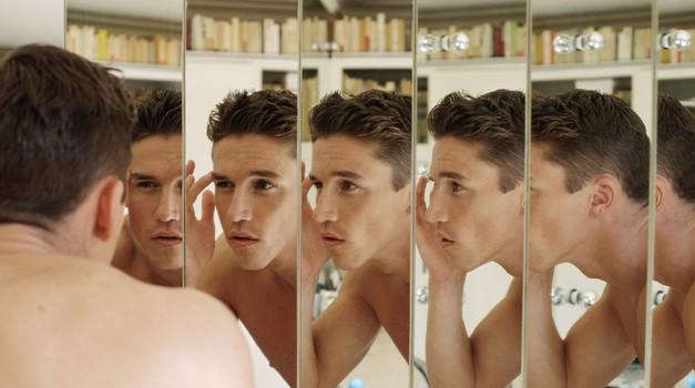 7 znakov, da imate opravka s prikritim (ali ranljivim) narcisom