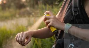 9 razlogov, zakaj vas imajo komarji raje kot druge ljudi
