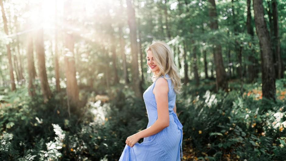 Zdravilna moč obleke: Privoščite si ženstvenost v dolgi obleki! (foto: unsplash)