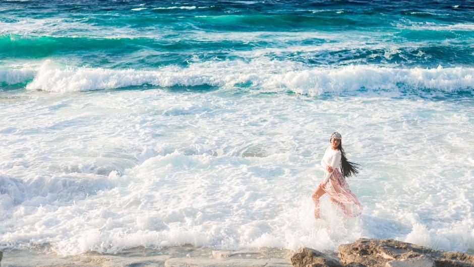 Ženska je naravno ciklično bitje, ni stabilna, je vihrava in valovita (foto: Unsplash.com)