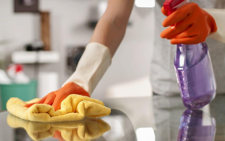 Hitro in učinkovito razkužite površine in se zaščitite pred okužbo (foto: PROMO)