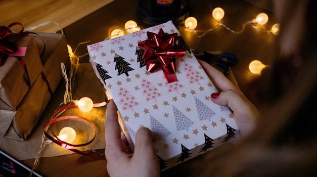 Kakšno darilo izbrati za posamezni zodiakalni znak? (foto: pexels)