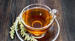 S čajem iz sladkega pelina nad covid? Potrjeno!