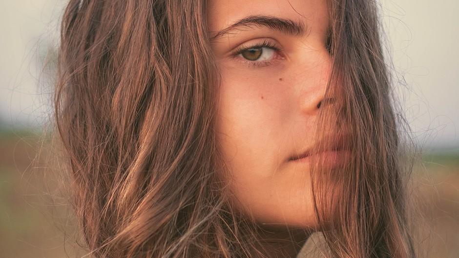 Dolgi lasje nas povezujejo z višjimi silami (foto: pexels)