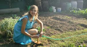 Delo z zemljo je zdravilno + 8 razlogov, zakaj bi vsak moral imeti svoj vrt