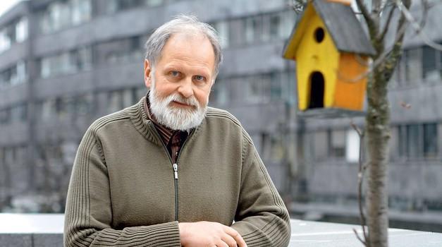 """Pater Karel Gržan: """"Prebuditi moramo misel, da gre za veliko manipulacijo."""" (foto: Goran Antley)"""