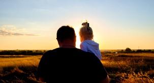 IZJEMNO pomemben pogovor očeta s hčerko (to bi moral slišati vsak otrok od starša)