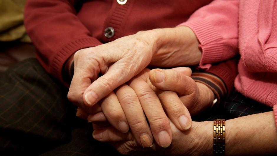 """""""Ne kličite zdravnika. Želim mirno zaspati. S tvojo roko v moji."""" (foto: profimedia)"""