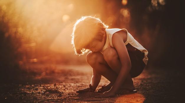 """Otrok z ADHD motnjo pove psihologu: """"Vi odrasli ste enaki. Samo, da v vašem primeru ni nobenega, ki bi vas kregal!"""" (foto: pexels)"""