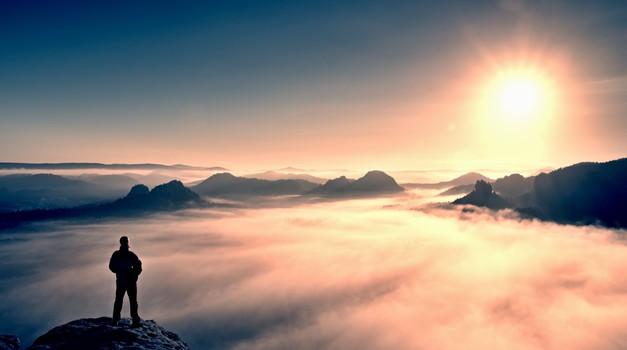 """Tomaž Rotar: """"Potovati in ne iskati ljubezni je, kot da bi stali na mestu..."""" (foto: shutterstock)"""